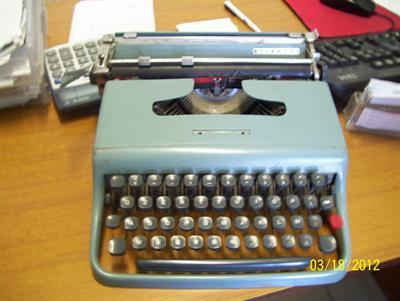 Macchina da scrivere Olivetti lettera 22 ed Hermes baby