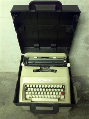 2 macchine olivetti lettera 34 con custodie rigide