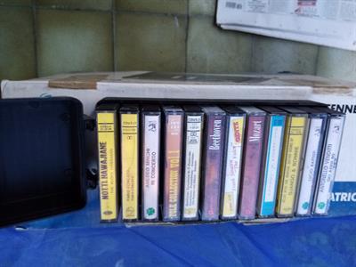 Collezione audiocassette musicali come nuove