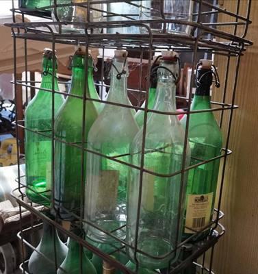 Pintoni in vetro con macchinetta per chiusura e cestelli
