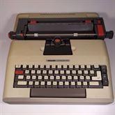 Macchina da scrivere Olivetti LEXIKON 82 del 1974