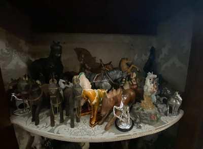 Collezione statuette di cavalli