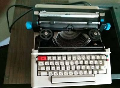Macchina per scrivere Olivetti lettera 36 elettrica