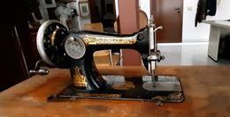 Vecchia macchina da cucire Singer